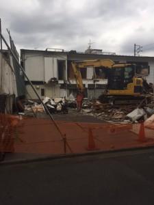 借地と底地の交換契約の最終段階建物解体中です。